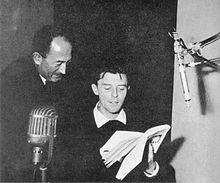 En 1955, avec Gérard Philipe enregistrant des poèmes de Paul Eluard pour un 33 tours publié chez Seghers. Photo : Wikipedia